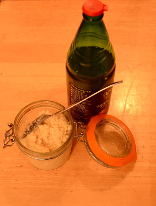 Fluffy horseradish ready to apple cyder vinegar-d